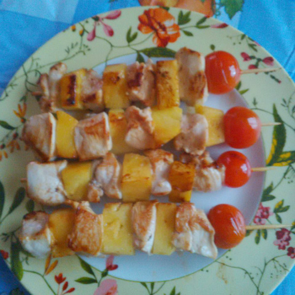 Brochetas de pollo con salsa de curry